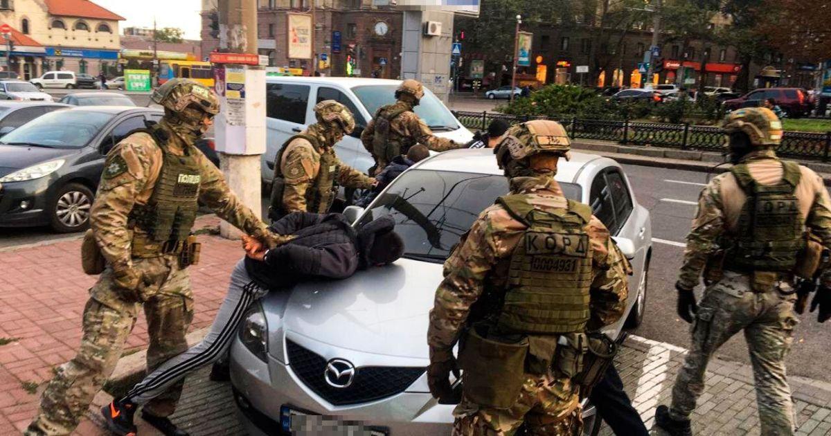 В центре Николаева КОРД задержал юношей, которые похитили мужчину и вымогали несуществующий долг: фото