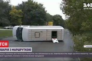 В Запорожье в результате ДТП с участием маршрутки двое пассажиров и водитель получили травмы