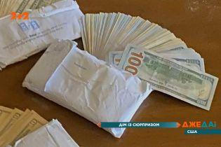 Чоловік знайшов у покинутому будинку десятки тисяч доларів: шалена історія зі Сполучених Штатів