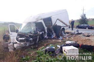 В Одесской области Lexus влетел в микроавтобус — есть погибшие и травмированные