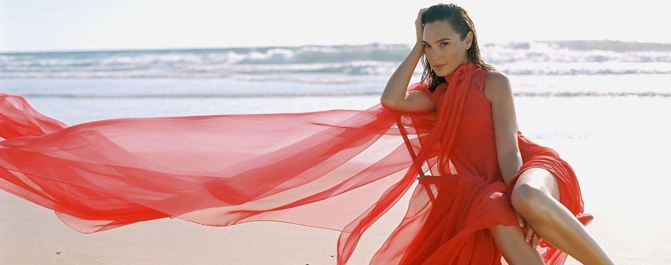 """У вбраннях від Saint Laurent і Chanel: """"Диво-жінка"""" Галь Гадот знялася для знаменитого глянцю"""