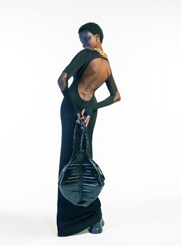 Модель в платье Givenchy