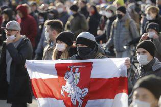 В Беларуси не утихают протесты: во время акций в Минске оцепили улицы, закрыли метро и ограничили Интернет