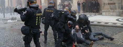 Чехія ввела частковий карантин через спалах коронавірусу: Прагу сколихнули заворушення