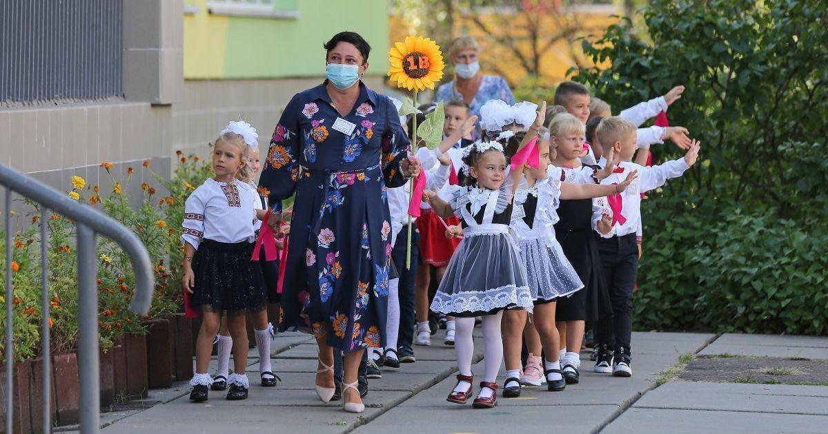 В Киеве из-за коронавируса перестали принимать заявления первоклашек в школу