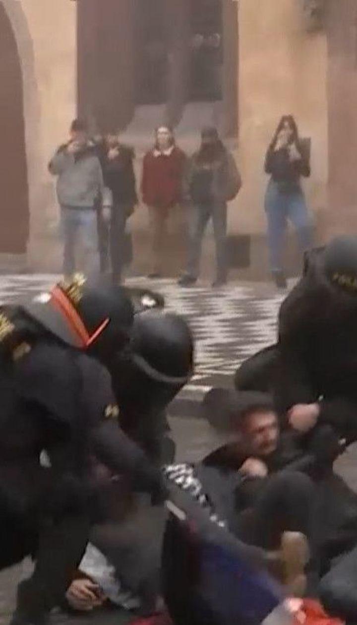 Пандемия коронавируса: страны Европы протестуют против введения комендантского часа