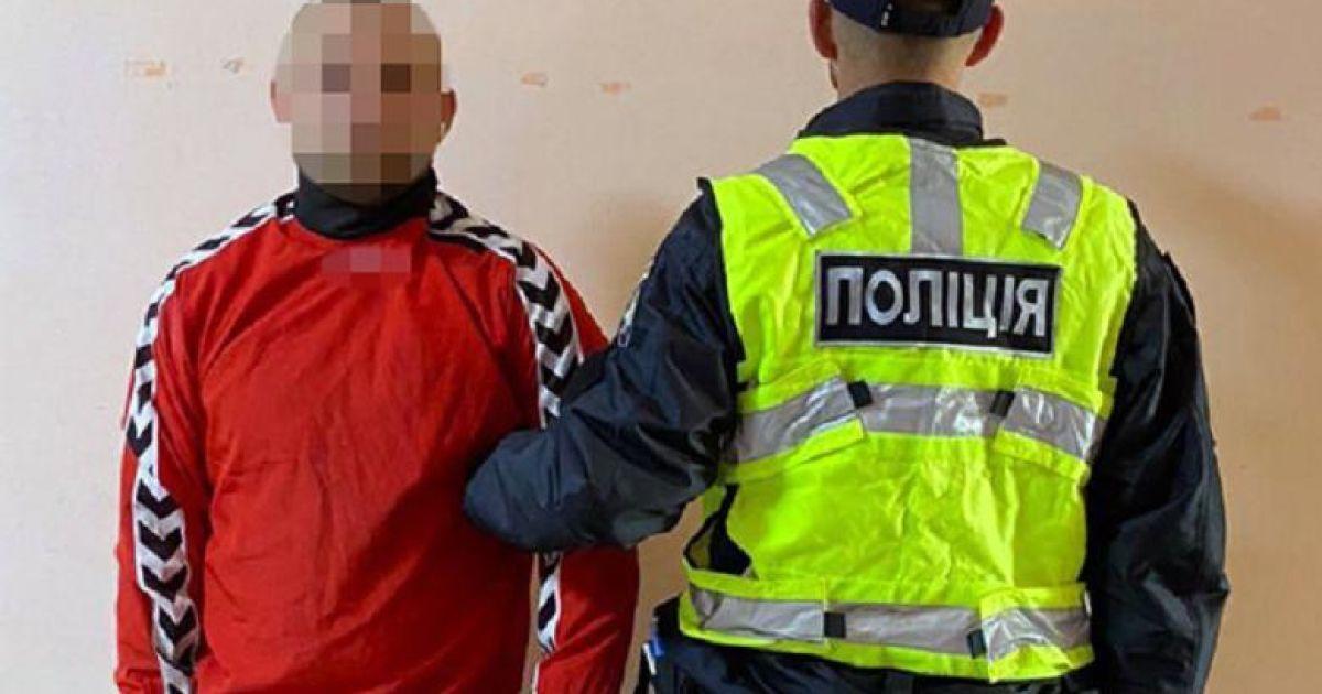У Києві двоє приятелів напідпитку увірватись до відділку поліції