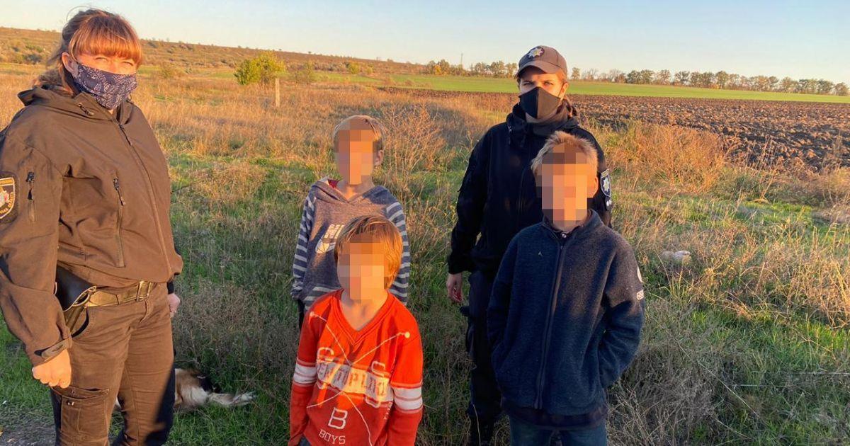 Шли вдоль путей и прятались в лесополосе: в Днепропетровской области исчезли трое детей