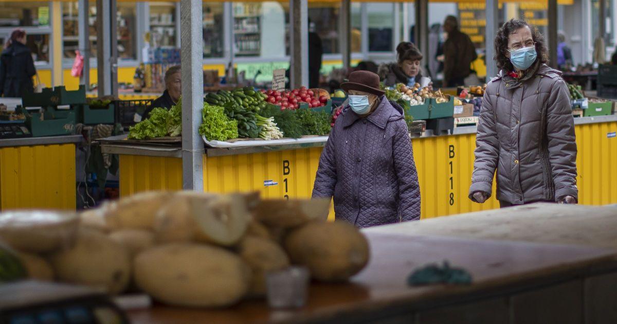 Хитрости предпринимателей и облавы полиции: как в крупных городах Украины выполняют карантин выходного дня