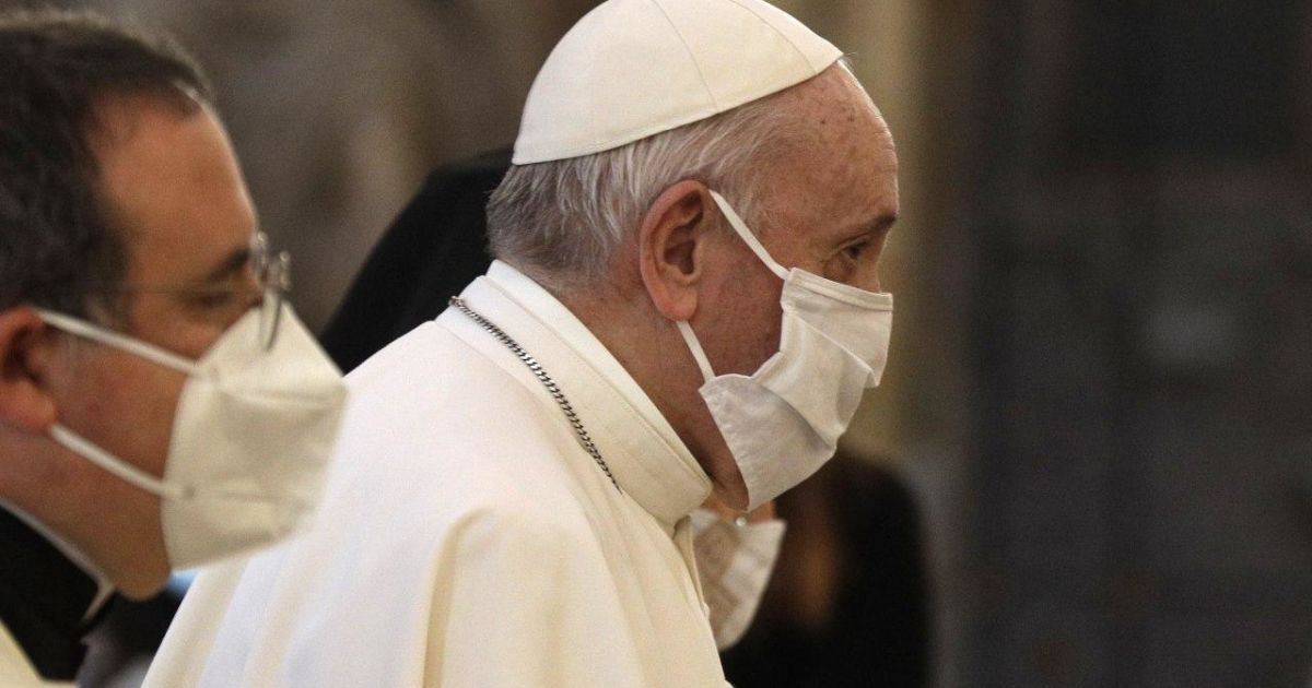 Папа Римский получил прививку от COVID-19 — СМИ
