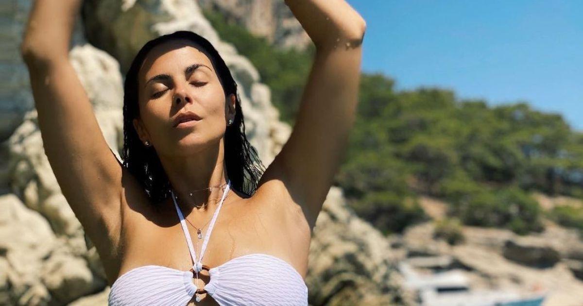 Не така вже й струнка: Настя Каменських показала нове фото в білому купальнику