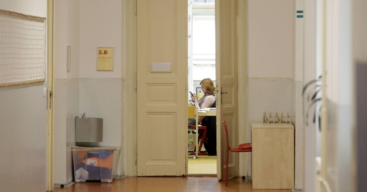 Киевские школьники возвращаются к учебе: когда ученики сядут за парты