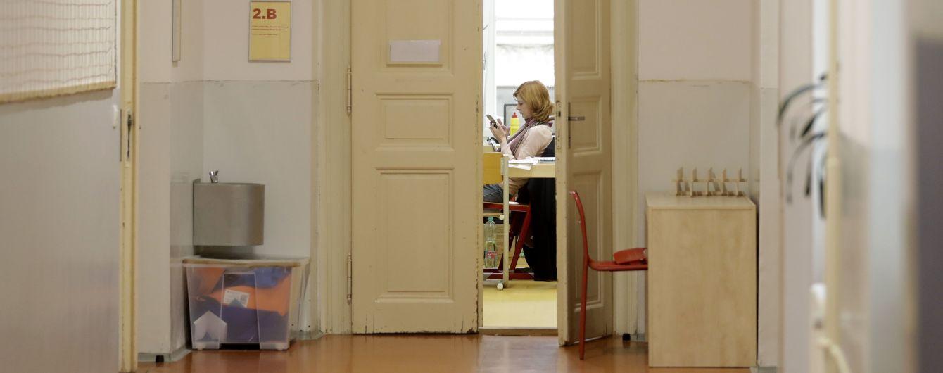 Частный дом, ресторан или школа: где люди больше рискуют заразиться коронавирусом