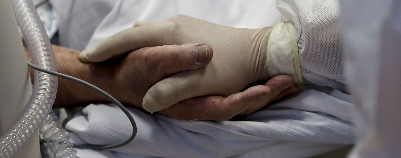Смерть пациентов на ИВЛ под Львовом: в больнице работает комиссия, родственники умерших говорят о халатности