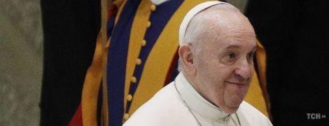 Вона зробила це у церкві: що думає Папа Римський про годування дитини грудьми в громадських місцях