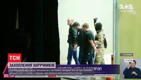 Захоплення заручників у Грузії: озброєного чоловіка розшукує поліція