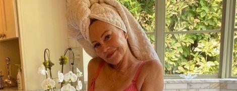 Ого яка: 63-річна Мелані Гріффіт в рожевому білизняному комплекті позувала у ванній