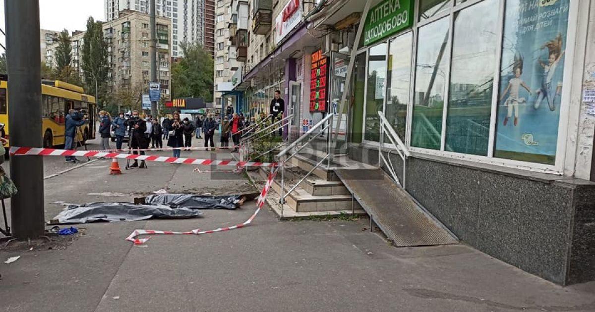 В Киеве мать с дочерью выпали из окна девятого этажа: появилось видео