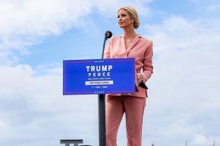 В костюме цвета чайной розы: Иванка Трамп продемонстрировала элегантный образ во Флориде
