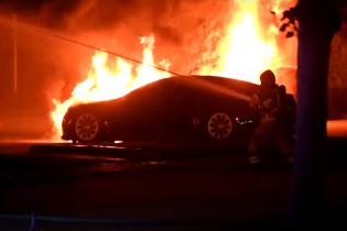 В Швеции пожар уничтожил несколько новых электрокаров Tesla: видео