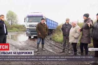 Работники агрокомпании обвиняют бобров в бездорожье в Ровенской области