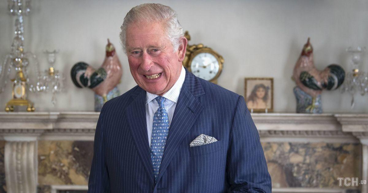 У смугастому костюмі і краватці зі слонами: принц Чарльз на зустрічі в Кларенс-гаус
