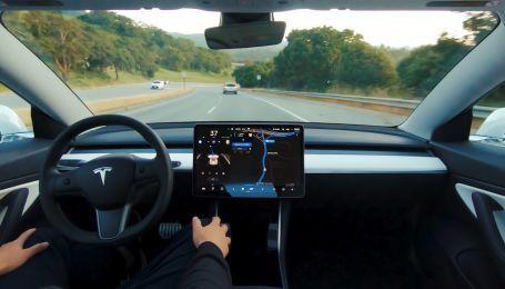"""В Сети опубликовали видео первых результатов работы """"полноценного"""" автопилота Tesla"""