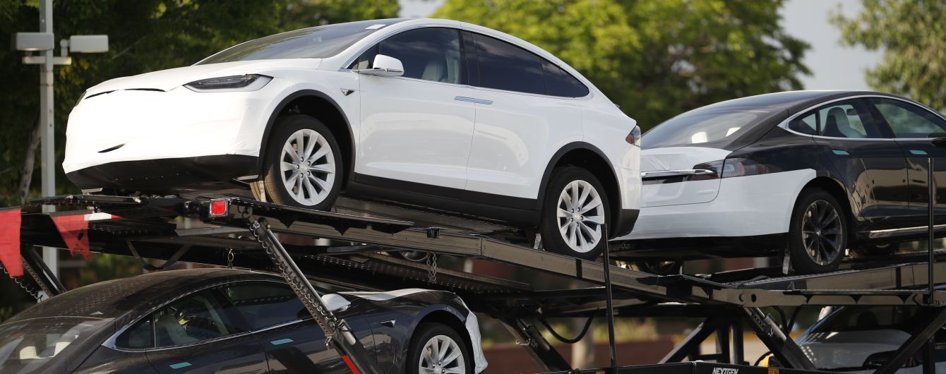 Tesla зобов'яжуть відкликати майже 160 тисяч електрокарів: названа причина