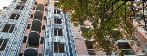У недобудові біля Софії Київської демонтують незаконні поверхи: фото