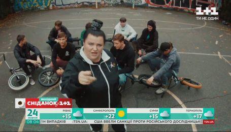 """Музыкальные премьеры: группа """"Kazka"""" сняли клип об одинокойневесте"""
