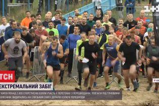 Гонки в грязи: более 2 тысяч человек приняли участие в экстремальном забеге в Киеве