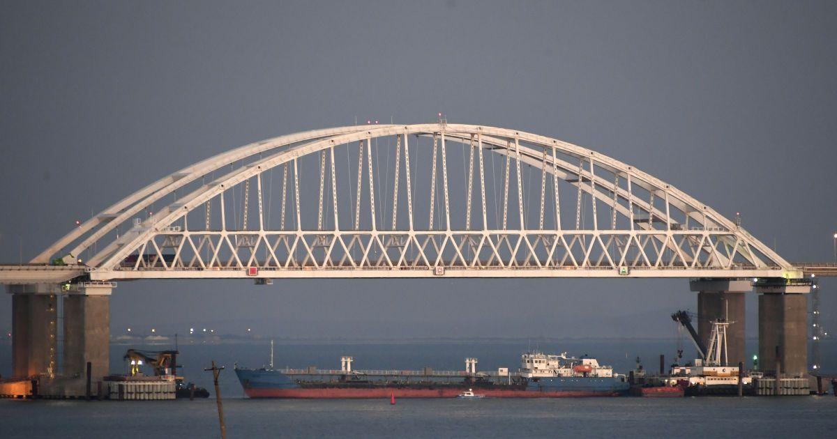 Оккупанты запустили Керченским мостом первый поезд из аннексированного Крыма в РФ