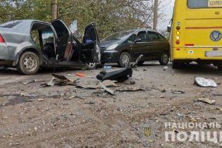 Потрійна ДТП у Рівному: одна людина загинула, ще семеро постраждали, з них - троє дітей