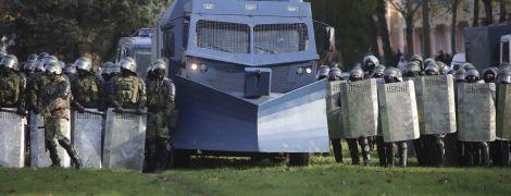 У Мінську готуються до недільного Маршу: до центру стягнули військову техніку, силовиків і закрили метро