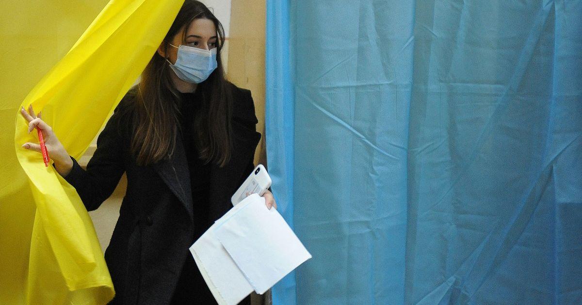 Борьба за кресло мэра в 11 городах Украины: эксперты увидели в этих выборах руку политтехнологов из России