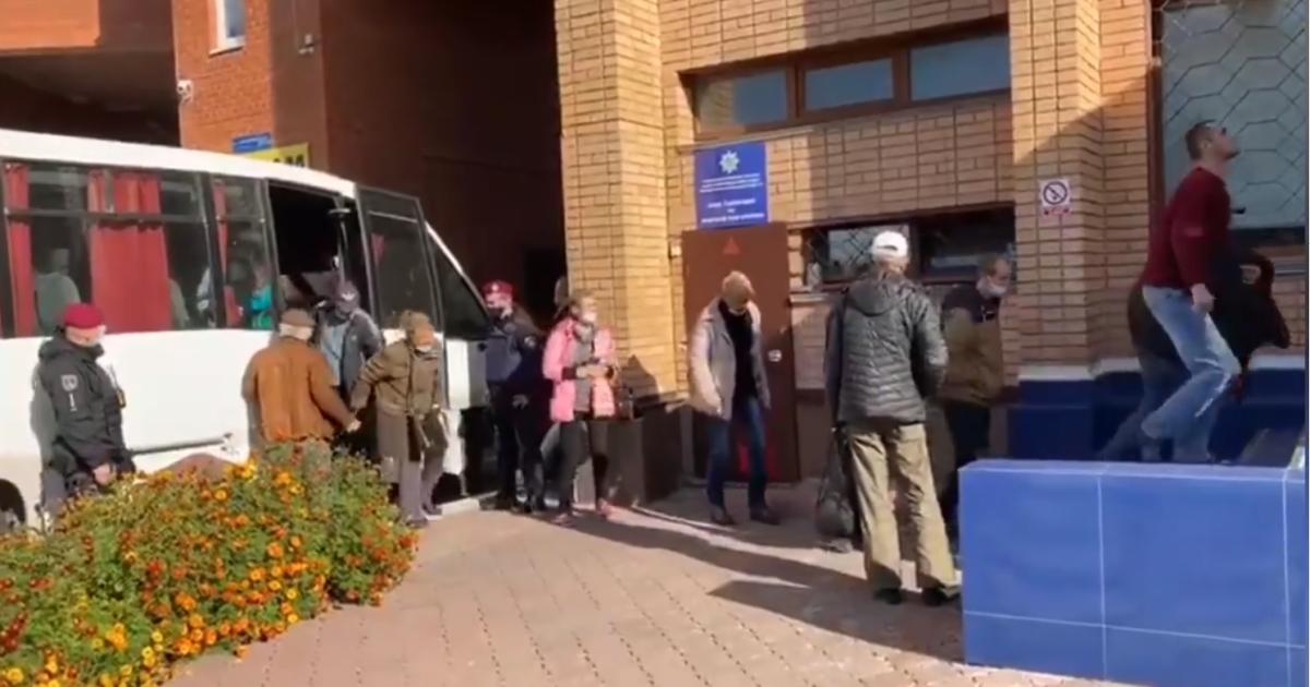 """Під Києвом поліція затримала групу осіб, які у день виборів організували """"каруселі"""""""