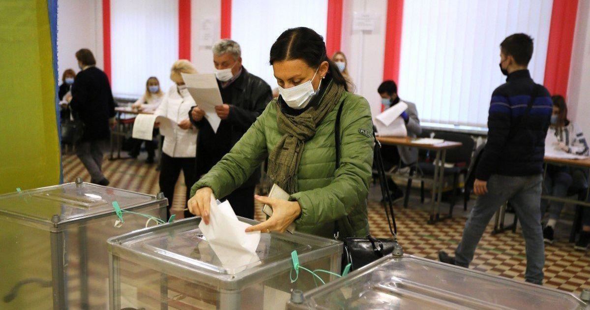 В 14 регіонах України відбулися повторні місцеві вибори: кого обирали