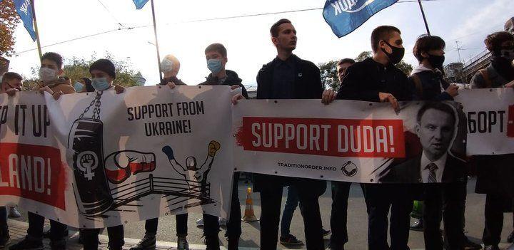 У Києві під посольством Польщі протестують проти заборони абортів