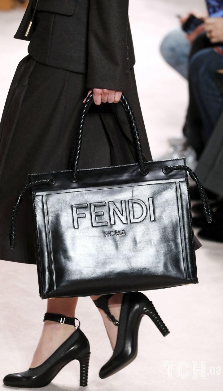 Колекція Fendi прет-а-порте сезону осінь-зима 2020-2021 @ East News