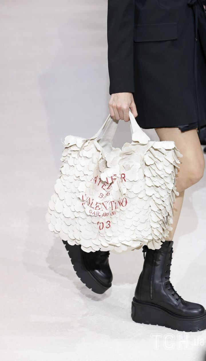 Колекція Valentino прет-а-порте сезону осінь-зима 2020-2021 @ East News