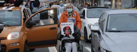 У Варшаві не вщухають масові протести проти посилення заборони абортів
