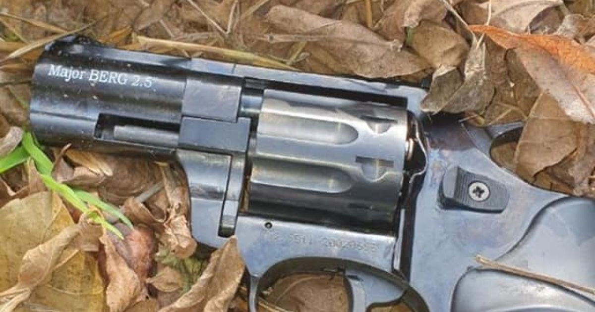 Пьяная львовянка открыла стрельбу из револьвера на улице: фото
