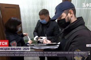 В Одесі у вбиральні районного виборчкому знайшли підозрілий пакет