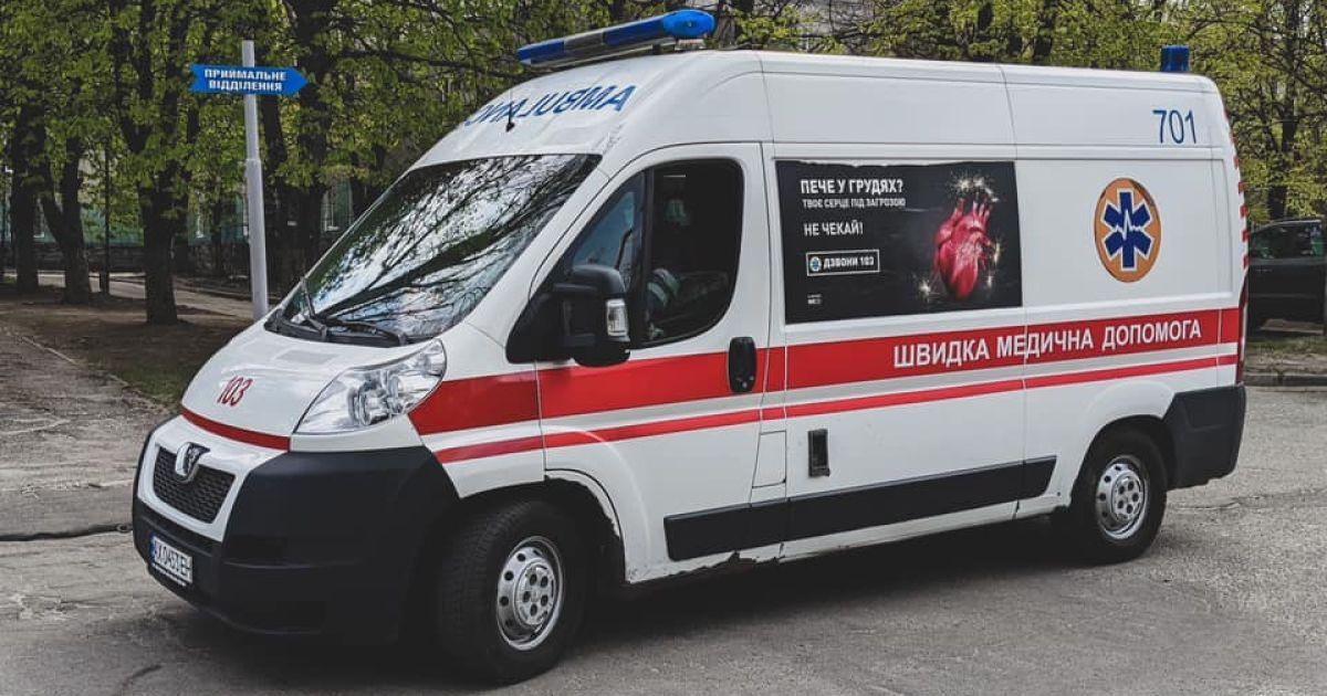 У Миколаєві чоловік, якому викликали швидку, влаштував бійку і покусав медиків
