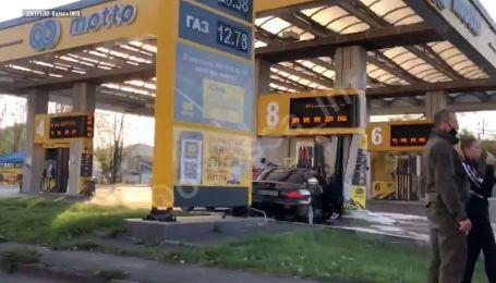 В Одесі авто влетіло просто у бензоколонку