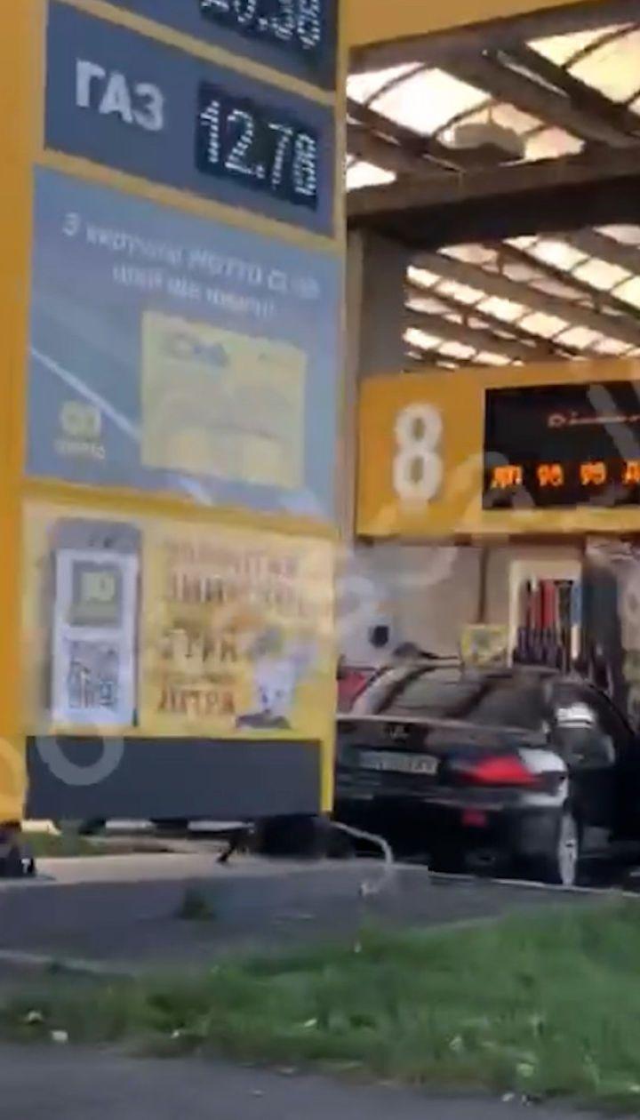 В Одессе автомобиль влетел прямо в бензоколонку