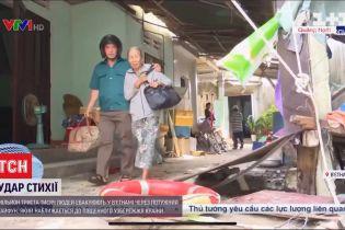 Во Вьетнаме закрыли школы и отменили авиарейсы из-за разрушительного тайфуна