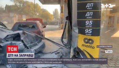 За мгновение от взрыва: в Одессе неуправляемое авто влетело в заправочную станцию