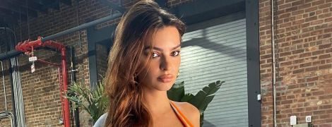 У мандариновому бікіні: Емілі Ратаковскі у яскравому луці продемонструвала вагітний живіт