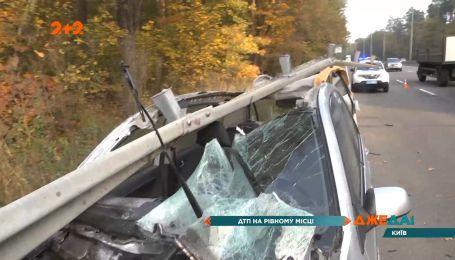 Кадри з голівудського трилера на столичній Кільцевій: аварія перетворила авто на купу брухту